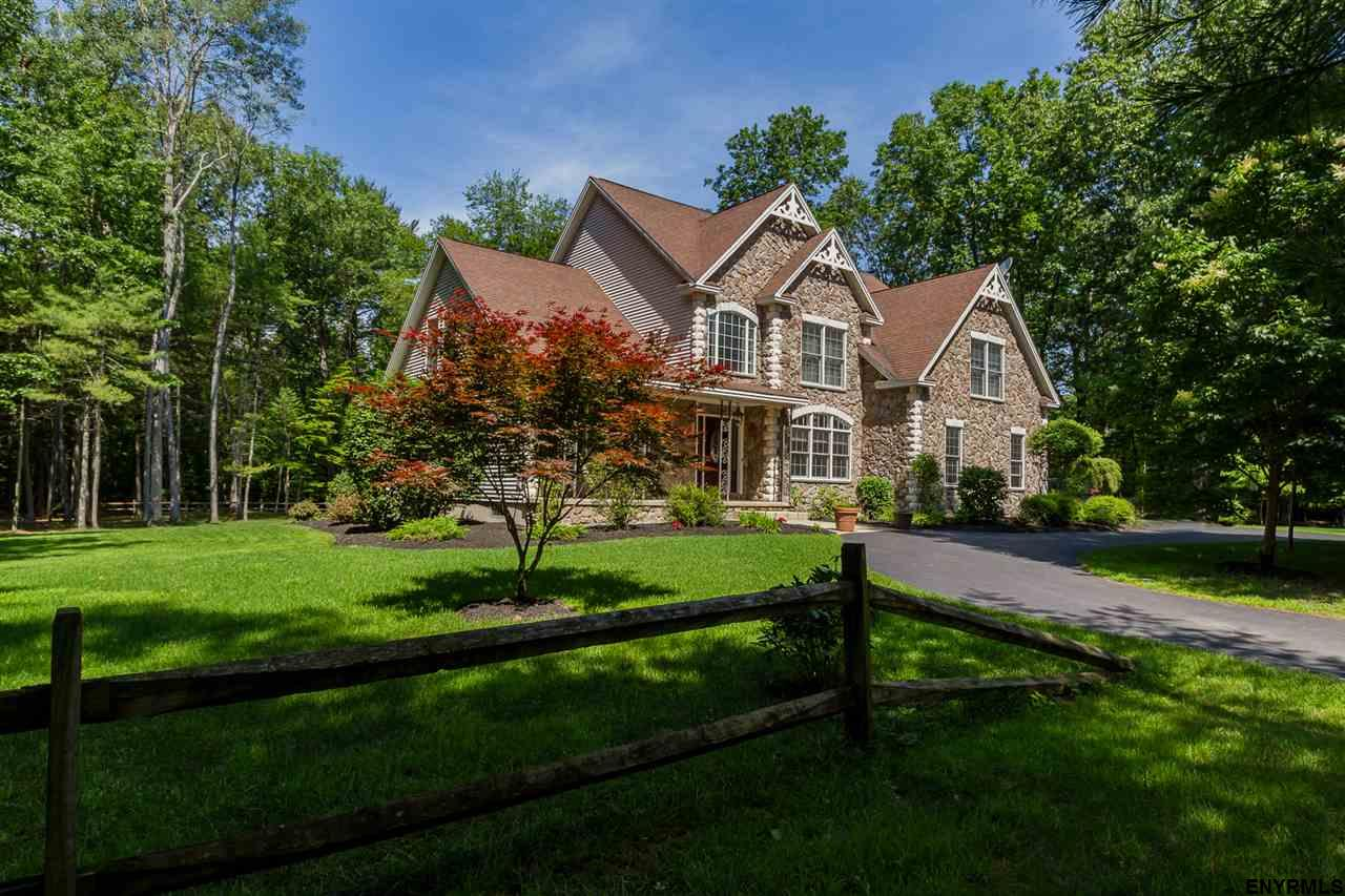 Saratoga Springs, Outside image 1