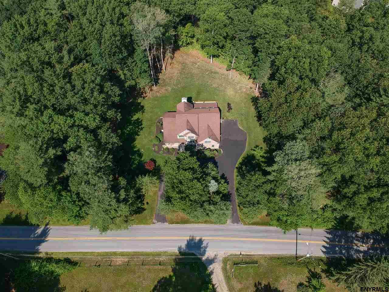 Saratoga Springs, Outside image 33
