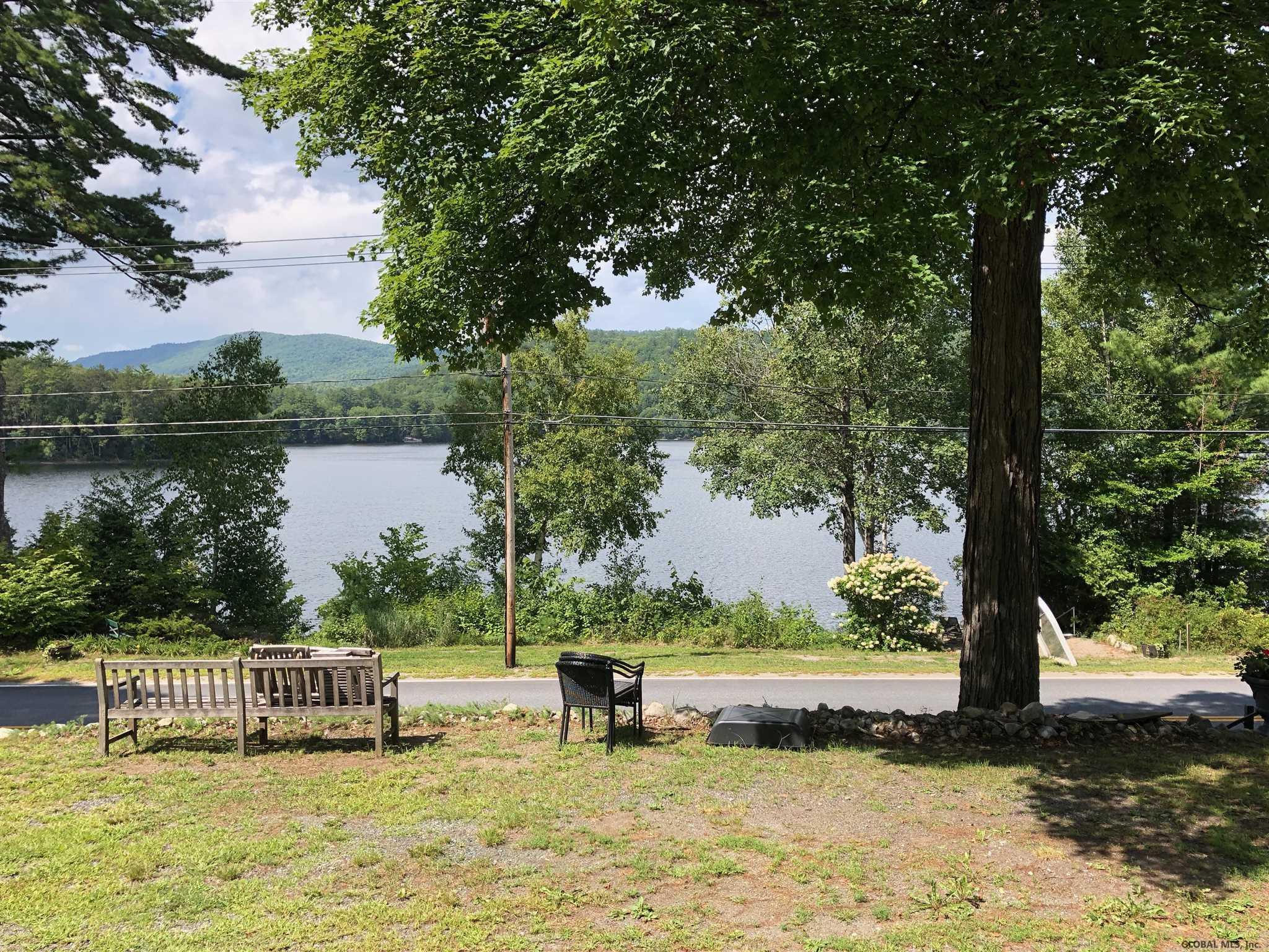 302 E Shore Dr, Adirondack, NY 12808