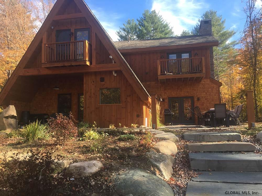 897 Peaceful Valley Rd, North Creek, NY 12853
