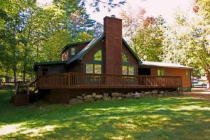27 Lower Hubbell Ln, Lake George, NY 12845