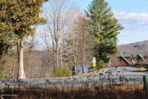 20 Pointe Dr, Schroon Lake, NY 12870