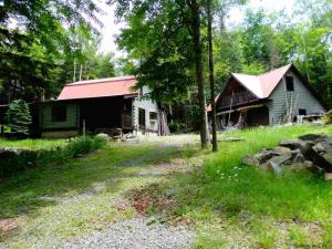 127 Squaw Brook Trl, Indian Lake, NY 12842