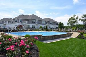 100 Waters View Cir, Cohoes, NY 12047