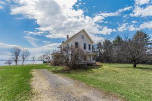 124 Gilbert Rd, Mayfield, NY 12117