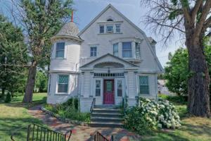 137 Broad St, Waterford, NY 12188