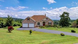 22 Valley View Dr, Coxsackie, NY 12192