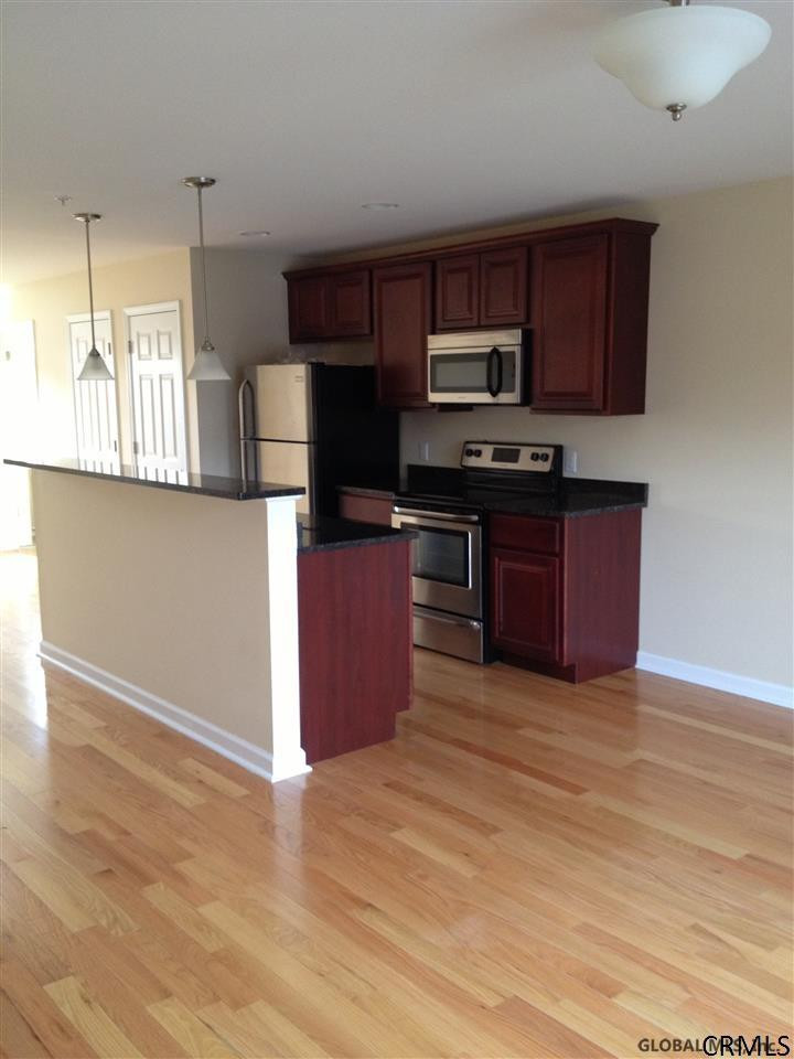1015 Barrett St In Schenectady Ny Listed For 2 100 00 By