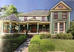 7 Oak Ridge Blvd, Saratoga Springs, NY 12866