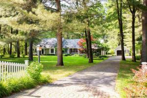 13 Beacon Hill Dr, Saratoga, NY 12866