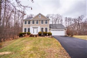 33 Sterling Heights Dr, Clifton Park, NY 12065-3715