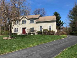 7 Clearwater Ct, Clifton Park, NY 12065