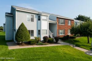 1 Strawberry Pl, Waterford, NY 12188