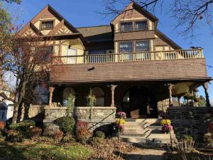 115 Union Av, Saratoga Springs, NY 12866