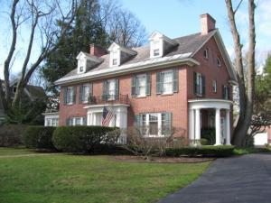 11 Kingsboro Av, Gloversville, NY