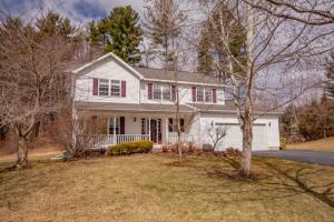 6946 Suzanne Ct, Schenectady, NY 12303