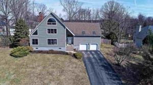 8 Northstar Dr, Troy, NY 12180-6536
