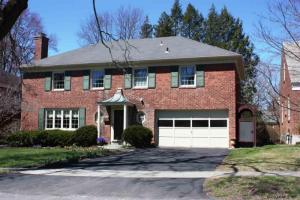 184 Holmes Dale, Albany, NY 12208-1448