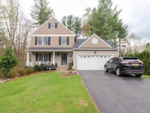 4 Cold Springs Dr, Clifton Park, NY 12065
