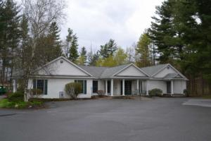17 Baywood Dr, Queensbury, NY 12804