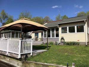 31 Lake Rd, Niverville, NY 12130