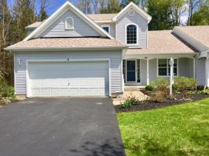 39 Grooms Pointe Dr, Clifton Park, NY 12065-5922