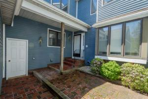 26 Collins Ter, Saratoga Springs, NY 12866