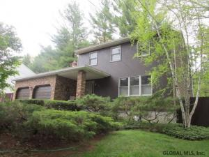 956 Pine Hill Dr, Schenectad, NY 12303