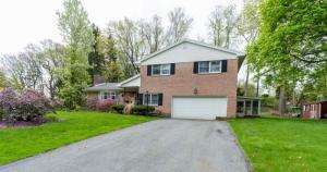 14 Springwood Manor Dr, Loudonvill, NY 12211