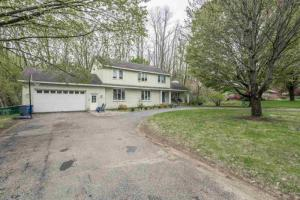 15 Orchard Dr, Queensbury, NY 12804