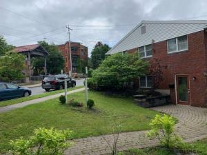 64 Walton St, Saratoga Springs, NY 12866