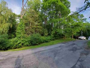112a Woods La, Albany, NY 12204