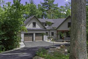 14 Blackberry La, Queensbury, NY 12804