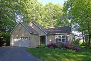 23 Coolidge Ln, Diamond Point, NY 12824