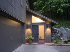 462 Baldwin Rd, Ticonderoga, NY 12883