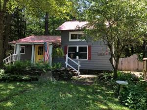 113 Crooked Tr, Middle Grove, NY 12850