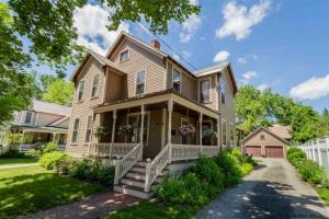 41 George St, Saratoga Springs, NY 12866