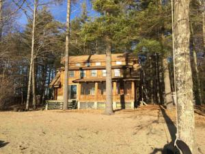15 Sand Point Way, Schroon Lake, NY 12870