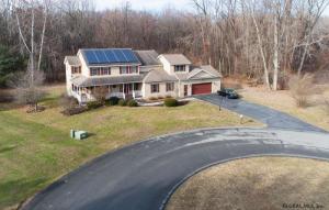 2004 Tina Ct, Schenectady, NY 12303-5443