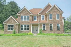 909 Sussex Ct, Guilderland, NY 12084