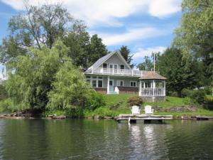 29 Echo Point Rd, Berne, NY 12023