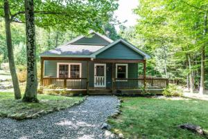 851 County Rt 6, Huletts Landing, NY 12841