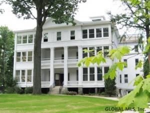 45 Greenfield Av, Saratoga Springs, NY 12866-1520
