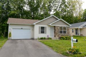 26 Parkview Ln, Glens Falls, NY 12801-4627