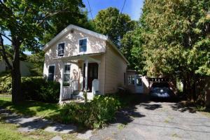 19 Andrews St, Saratoga Springs, NY 12866-1901