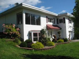 105 Strawberry Hill Rd, Johnstown, NY