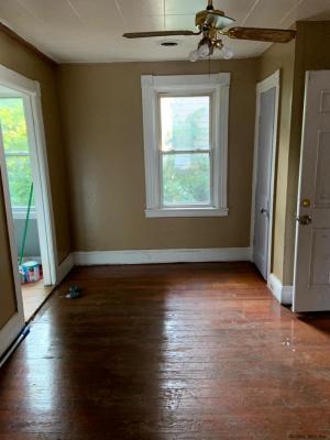 884 Yorkston St, Schenectady, NY 12303