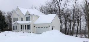 77 Valleywood Dr, Glenville, NY 12302-4718