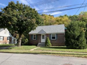 48 Brent St, Colonie, NY 12205-4259