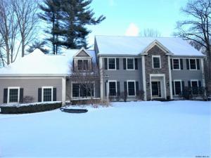 701 Waldens Pond Rd, Albany, NY 12203